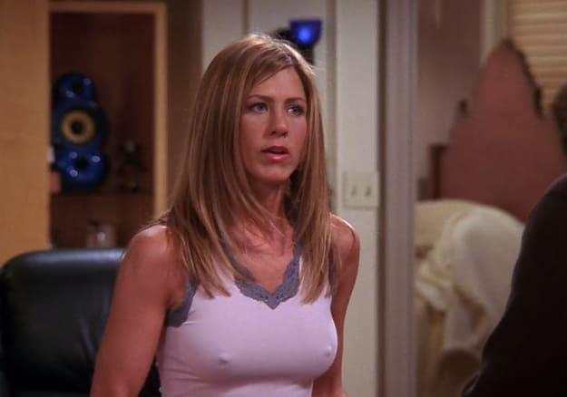 ClioMakeUp-braless-senza-reggiseno-jennifer-aniston-s-nipples-are-the-most-underappreciated-easter-egg-in-friends