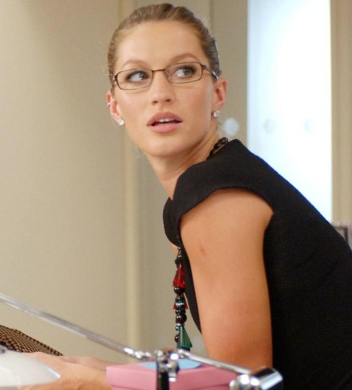 ClioMakeUp-orecchini-occhiali-da-vista-abbinare-come-migliori-top-star-14