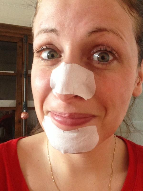 ClioMakeUp-punti-bianchi-naso-dita-schiacciare-cerottini