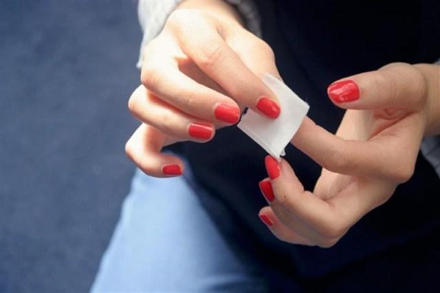 ClioMakeUp-togliere-smalto-unghie-salviettine