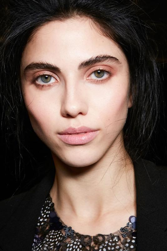 ClioMakeUp-trend-pesca-trucco-occhi-labbra-viso-blush-sophie-turner-makeup-17