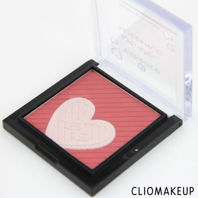 cliomakeup-recensione-we-are-awsome-multicolour-blush-essence-3