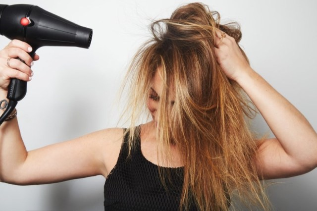 ClioMakeUp-cheratina-capelli-phon