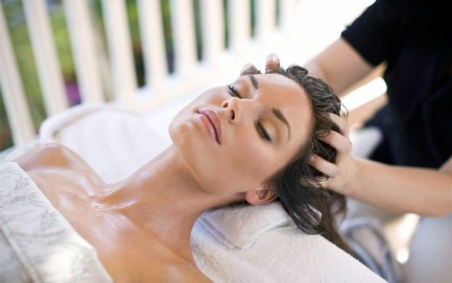 ClioMakeUp-massaggio-cuoio-capelluto-rilassante