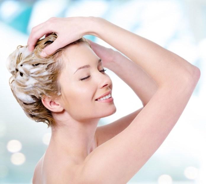 ClioMakeUp-massaggio-cuoio-capelluto-shampoo