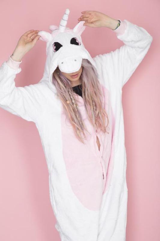 ClioMakeUp-trend-unicorn-mania-unicorni-capelli-acconciature-prodotti-tinte-makeup-illuminanti-accessori-7