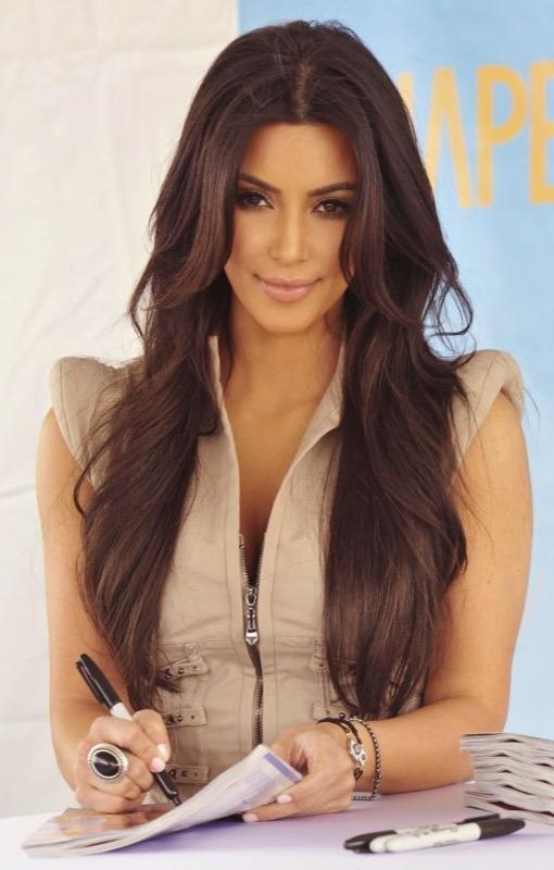 ClioMakeUp-hair-dusting-kim-kardashian