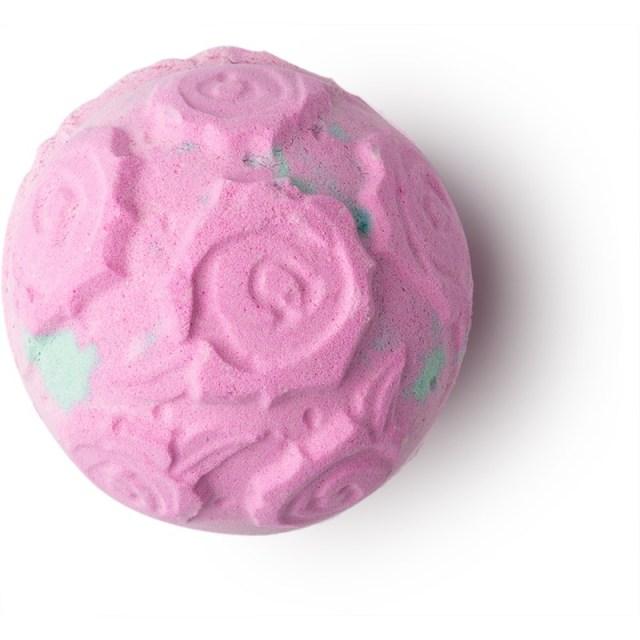 ClioMakeUp-skincare-routine-corpo-pelle-rose-bomba-lush