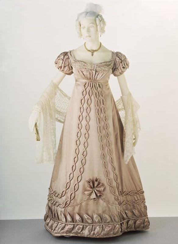 ClioMakeUp-principesse-disney-storicamente-accurate-look-abiti-vestiti-storia-1820-29-dress-va