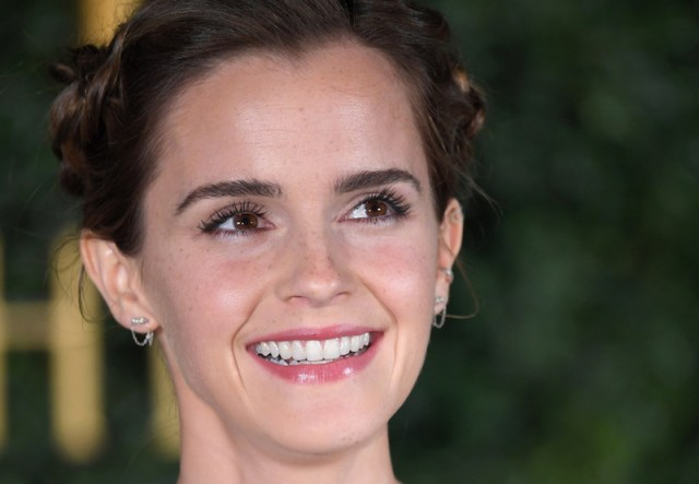ClioMakeUp-Emma-Watson-prodotti-make-up-beauty-bio-eco-sostenibili-etico-press-tour-beauty-beast-bella-bestia-trucchi-1