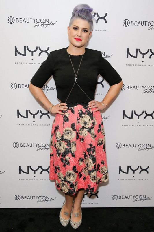 ClioMakeUp-celebrity-vestito-uguale-kelly-osbourne