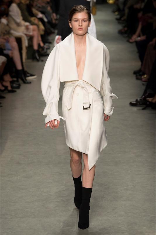 ClioMakeUp-maniche-con-balze-svasate-trend-primavera-estate-2017-outfit-idee-abbigliamento-1