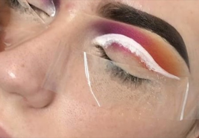 ClioMakeUp-invisible-floating-eyeliner-trucco-occhi-invisibile-18