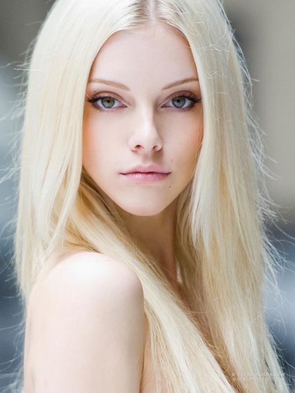 ClioMakeUp-capelli-biondi-tonalita-biondo-platino-scuro-miele-strawberry-bronde-cenere-caramello-vaniglia-14