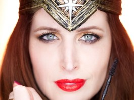 ClioMakeUp-WOnder-Woman-Maybelline-rossetti-smalti-mascara-big-shot-kit-film-swatch-wonderwoman.002