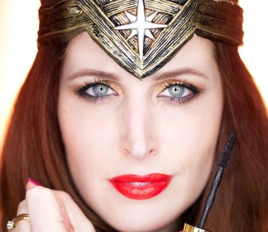 ClioMakeUp-WOnder-Woman-Maybelline-rossetti-smalti-mascara-big-shot-kit-film-swatch-wonderwoman.002