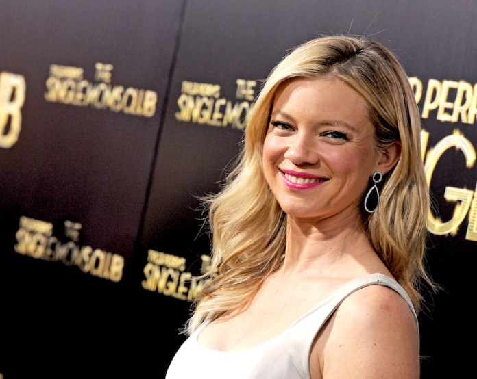 cliomakeup-star-sexy-4-amy-smart.jpeg