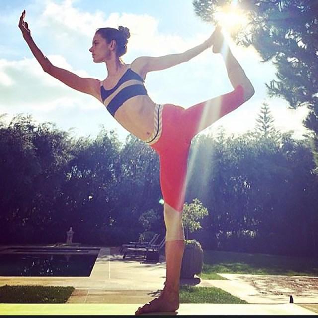 ClioMakeUp-yoga-benefici-stili-disciplina-celebrity-posizioni-19