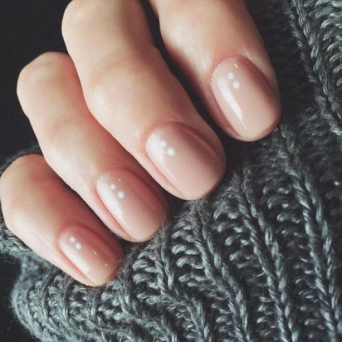 ClioMakeUp-nail-art-unghie-corte-facili-semplici-eleganti-moda-manicure-pois-righe-puntini-21