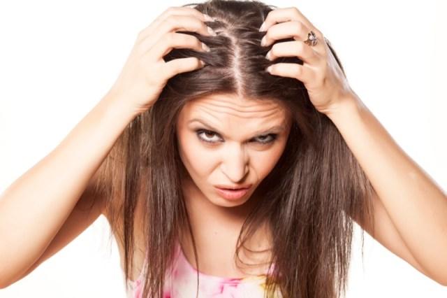 ClioMakeUp-forfora-capelli-grassa-secca-cause-rimedi-8