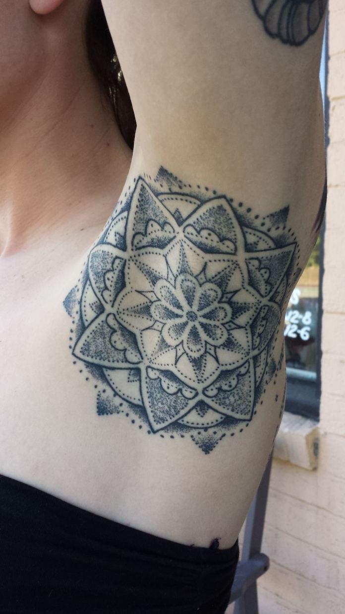 ClioMakeUp-tattoo-sotto-ascelle-trend-nuovo-originale-insolito-doloros-17