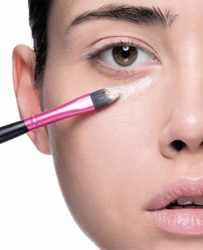 ClioMakeUp-segreti-correttore-come-applicarlo-occhiaie-brufoli-12