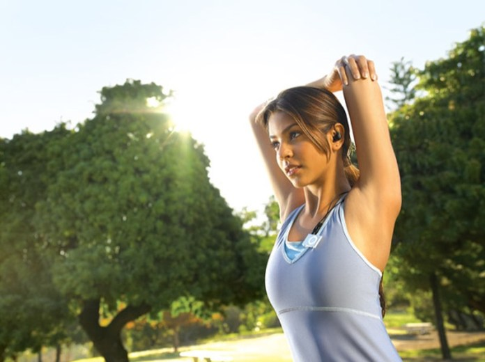ClioMakeUp-esercizi-fitness-donna-kettleball-fitball-elastico-stretching-piegamenti-1
