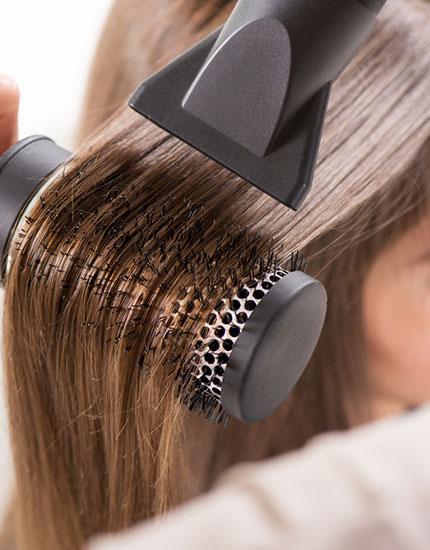 cliomakeup-errori-capelli-corti-6-spazzola-rotonda