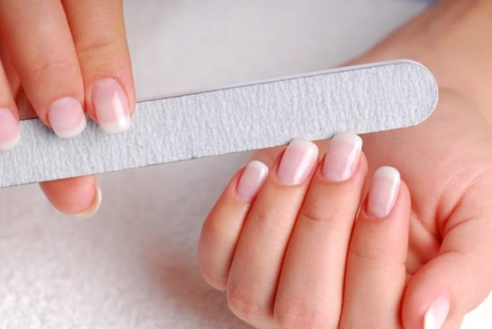 ClioMakeUp-manicure-che-dura-fatta-in-casa-smalto-unghie-18