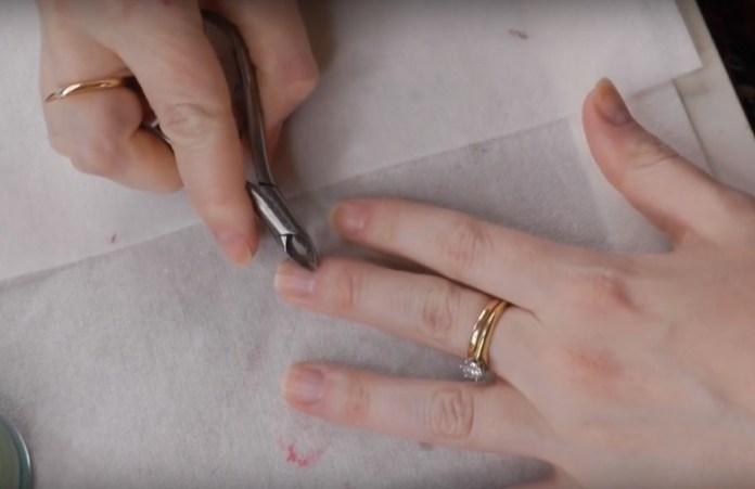 ClioMakeUp-manicure-che-dura-fatta-in-casa-smalto-unghie-12