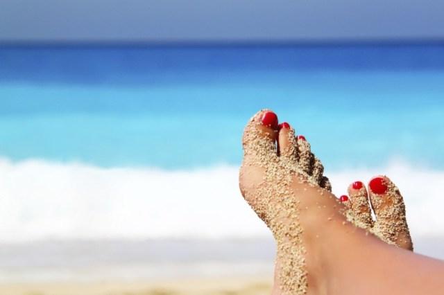 ClioMakeUp-pedicure-pre-spiaggia-cura-unghie-step-smalto-7.jpg