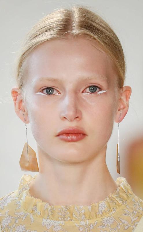cliomakeup-tendenze-makeup-sfilate-10-eyeliner-bianco