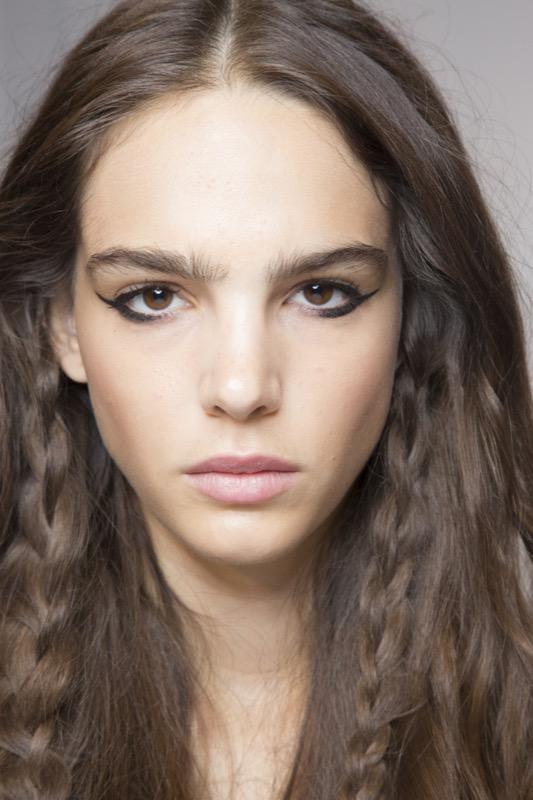 cliomakeup-tendenze-makeup-sfilate-13-eyeliner.jpg