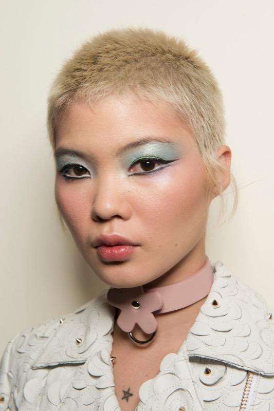 cliomakeup-tendenze-makeup-sfilate-15-eyeliner-grafico.jpg