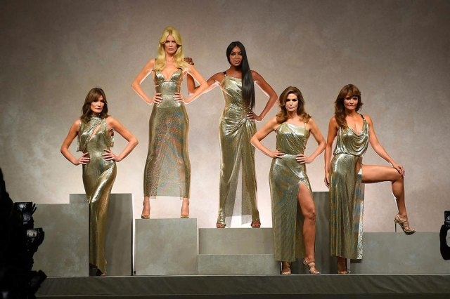 cliomakeup-versace-top-model-anni-90-naomi-campbell-claudia-schiffer-carla-bruni-cindy-crawford-helena-christensen-milano-fashion-week-1