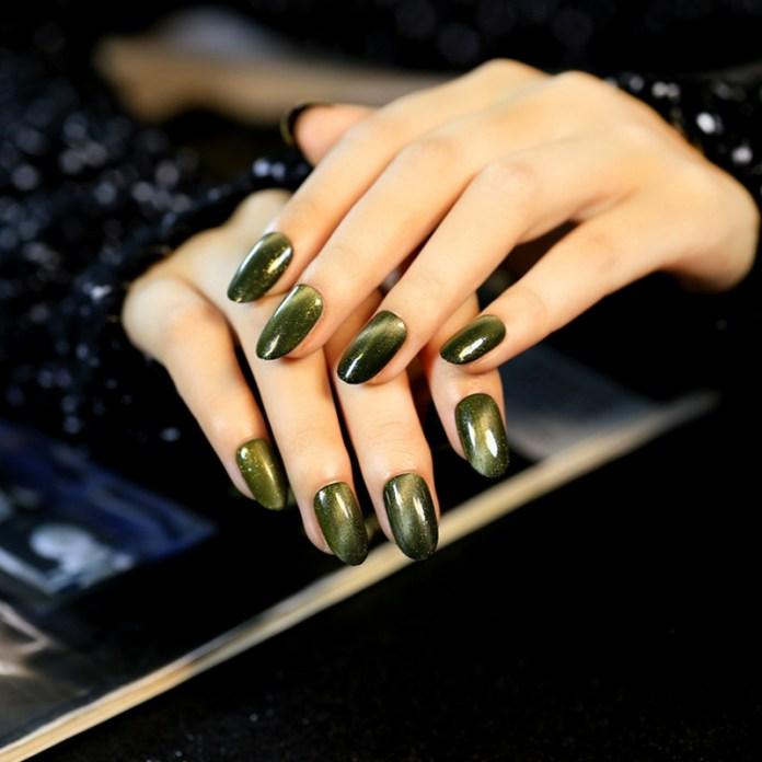 cliomakeup-unghie-cat-eye-manicure-smalto-magnetico-5