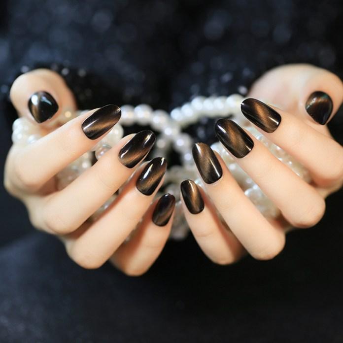 cliomakeup-unghie-cat-eye-manicure-smalto-magnetico-6