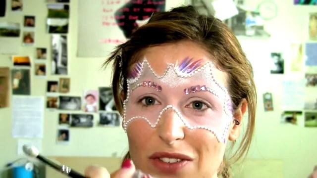 cliomakeup-look-halloween-5-idee-look-glamour-mascherade-clio-3
