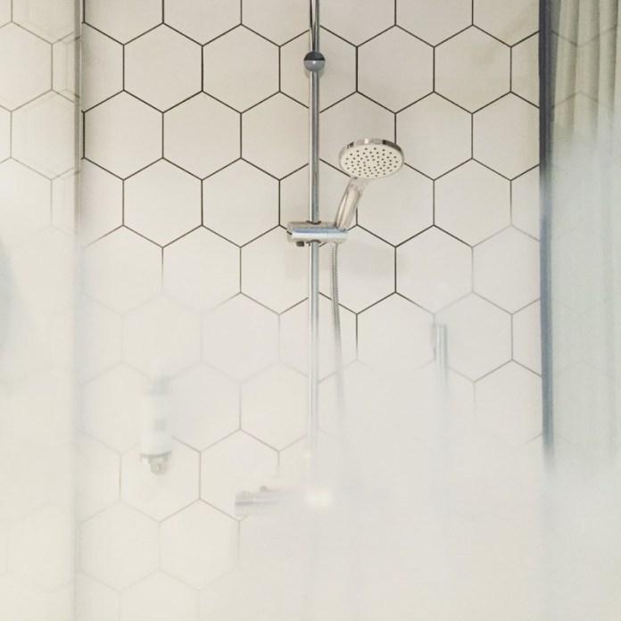 cliomakeup-errori-doccia-6-calore