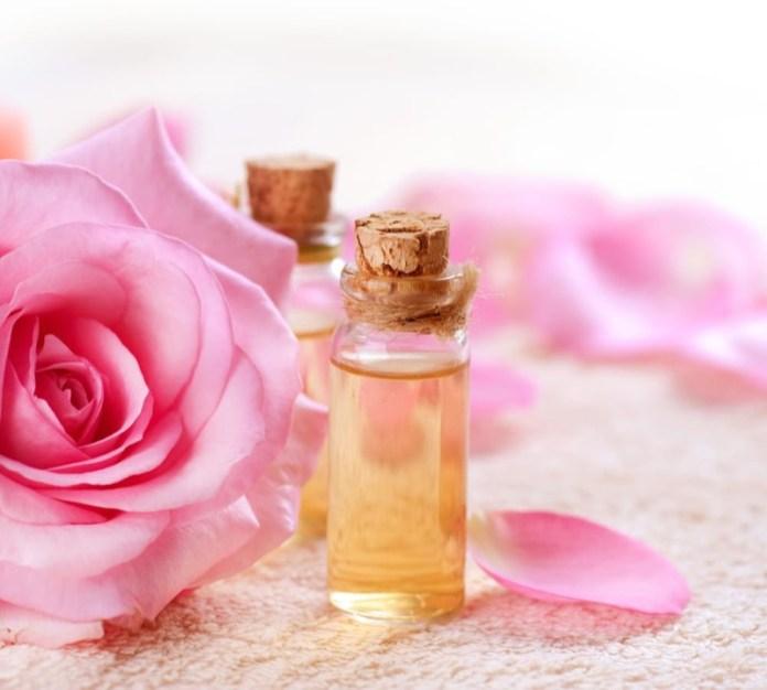 cliomakeup-prodotti-acqua-di-rose-7-fatta-in-casa