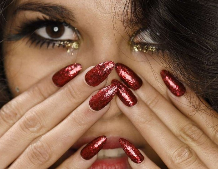 cliomakeup-unghie-rosse-capodanno-17