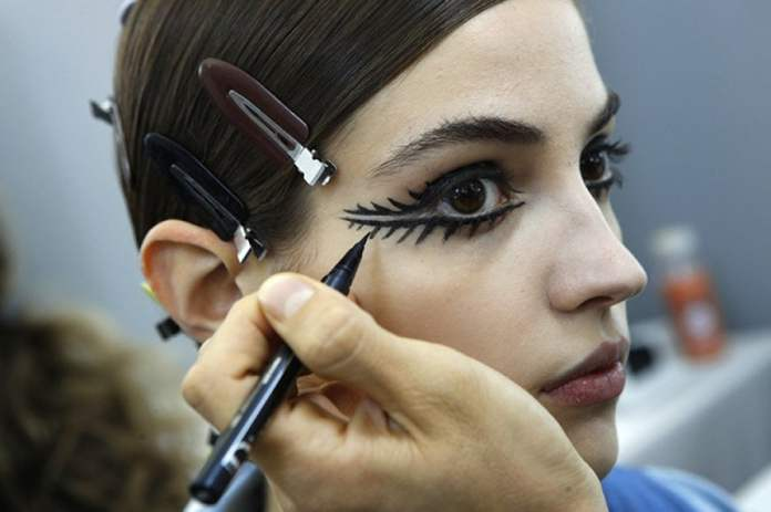 cliomakeup-bold-eyeliner-sarah-tanno-11