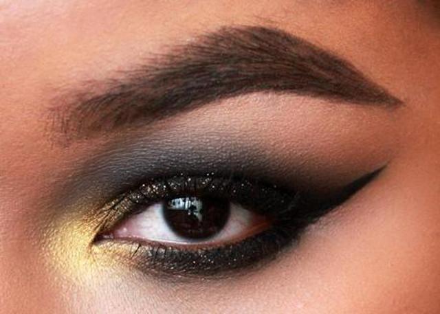 cliomakeup-trucco-semplice-occhi-marroni-castani (10)
