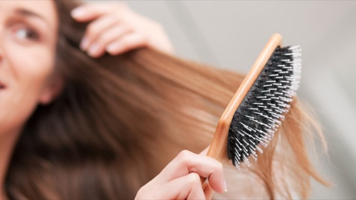 cliomakeup-capelli-bagnati-pettinare-11-lunghezze