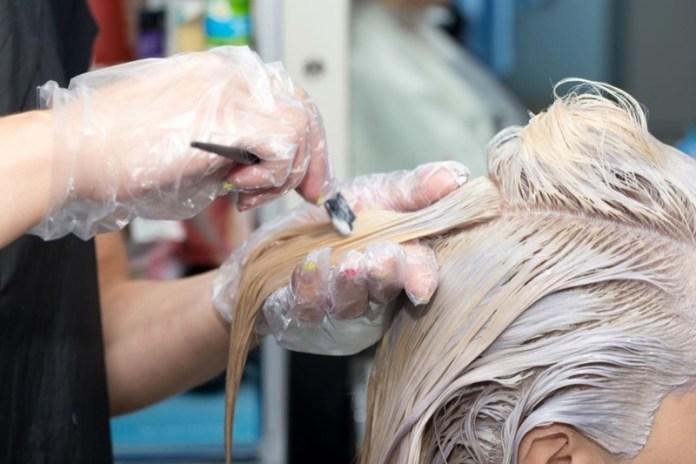 cliomakeup-tinte-capelli-allergie-danni-1-decolorazione