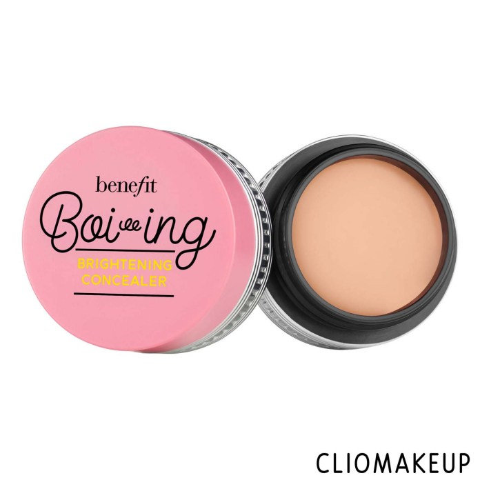 cliomakeup-recensione-correttore-benefit-boi-ing-brightening concealer-1