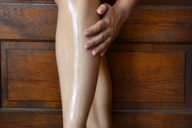 cliomakeup-fondotinta-sulle-gambe-6