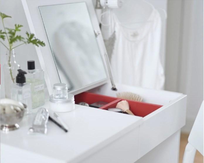 Specchi Con Luci Per Trucco Ikea.Postazioni Trucco Ikea I Pezzi Che Ogni Beauty Addicted Deve Avere
