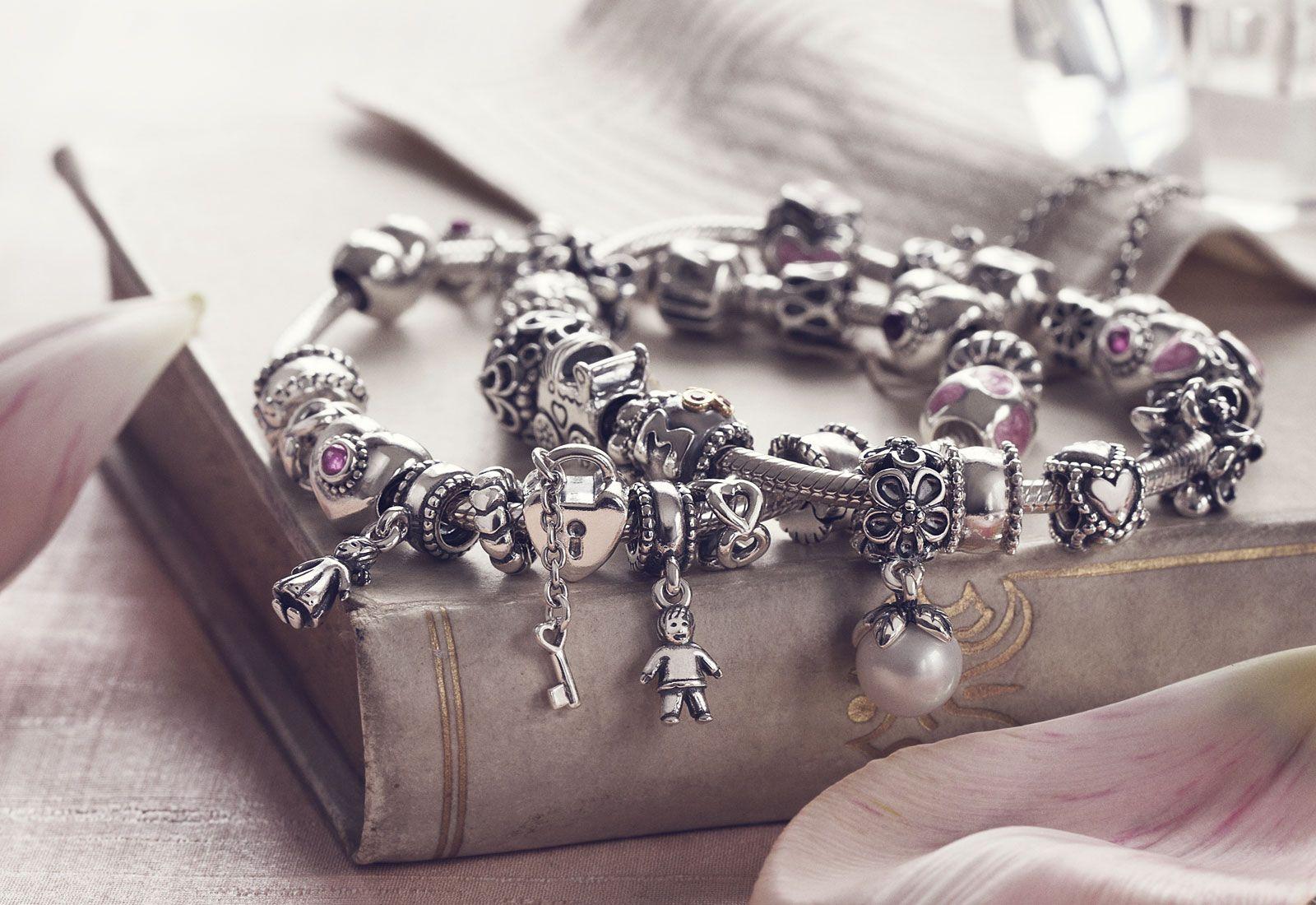 bracciale pandora pieno di charm