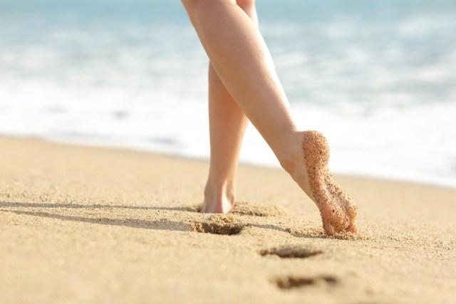 cliomakeup-bon-ton-sensuale-da-spiaggia-8-caviglia